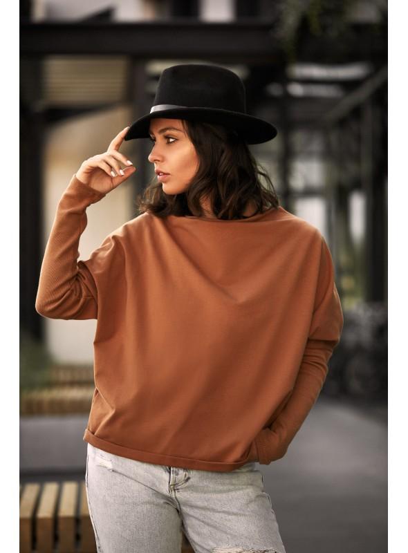 Stilingas rudas megztinis