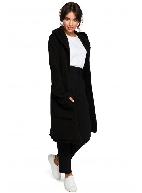 Juodas megztinis su kišenėmis