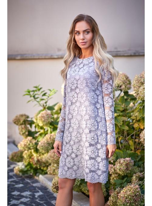 Juoda suknelė su nėriniais
