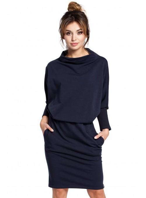 Mėlyna suknelė su originalia apykakle