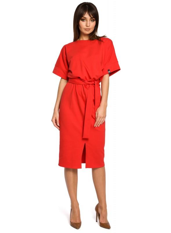 Raudona suknelė su dirželiu